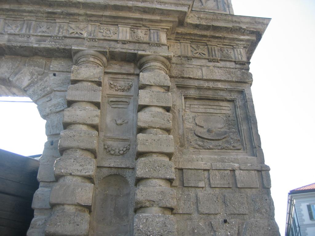 Porta romana arch milan in its art yards - Autoscuola porta romana milano ...